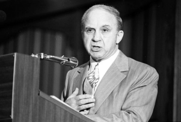 Cohen addresses a meeting of the Ex-Felons Consortium in 1975, one year before his death. Courtesy of the Los Angeles Times Photographic Archive, UCLA Young Research Library.