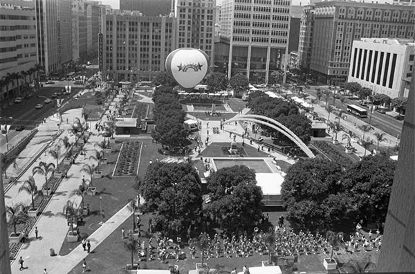 Pershing Square reopens after a one million dollar facelift in 1984. Courtesy of the Los Angeles Times Photographic Archive, Young Research Library, UCLA. Used under a Creative Commons License.