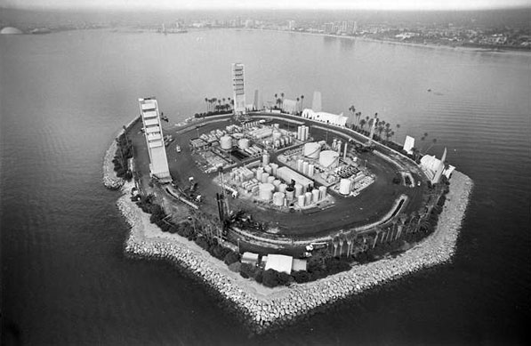 Island White, an artificial island in Long Beach Harbor, hides an oil well. 1986 photo courtesy of the Los Angeles Times Photographic Archive, Department of Special Collections, Charles E. Young Research Library, UCLA.
