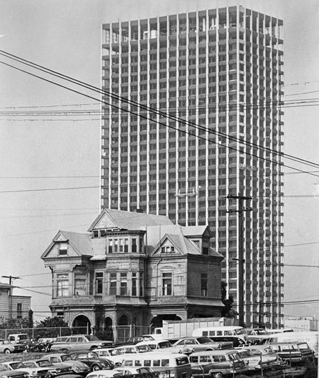 The 42-story Union Bank building rises behind a Victorian house on Bunker Hill, 1966. Courtesy of the Los Angeles Times Photographic Archive. Department of Special Collections, Charles E. Young Research Library, UCLA.