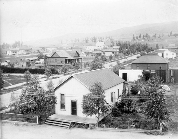 An early view of a West Hollywood residential development. Courtesy of the Los Angeles Public Library Photograph Collection.