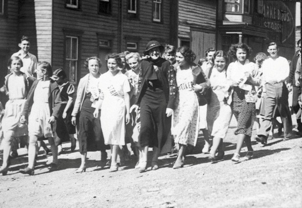 Cornelia Bryce Pinchot, marching with sweatshop workers, 1930s. | Photo: Courtesy Grey Towers National Historic Site.<br />
