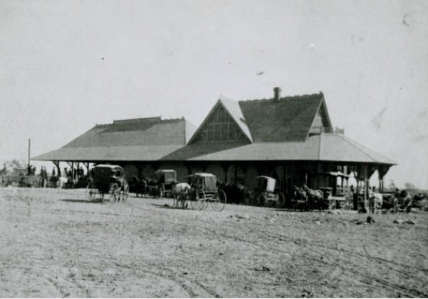 The old Santa Fe train station in Claremont, CA, probably around 1887 | Photo: Claremont Colleges Digital Library