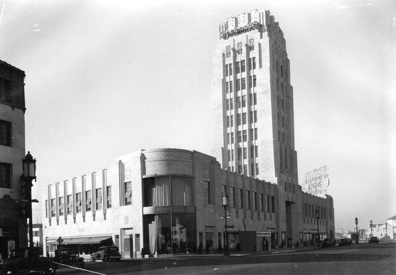 1929 view of the newly-opened Desmond's department store. Courtesy of the Security Pacific National Bank Collection, Los Angeles Public Library.