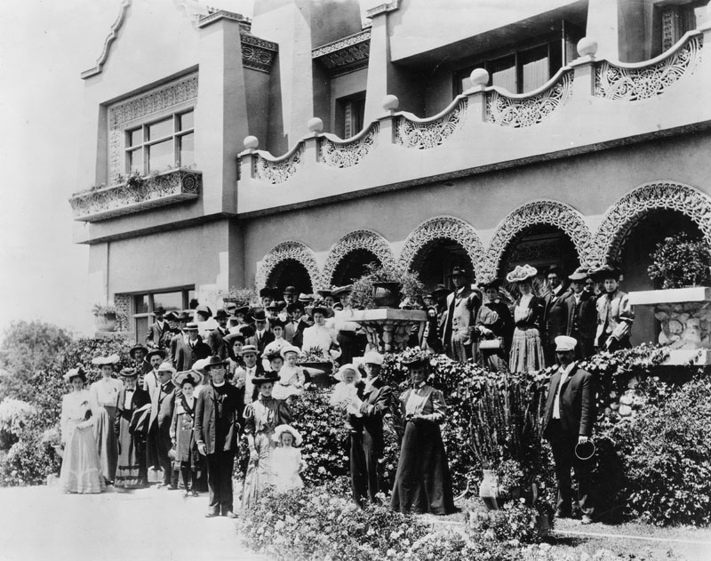Passengers on the Balloon Route pose in front of De Longpre's home