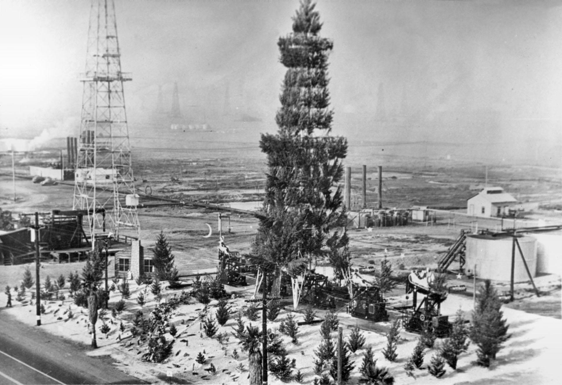 Oil derrick Christmas tree, Huntington Beach, 1939