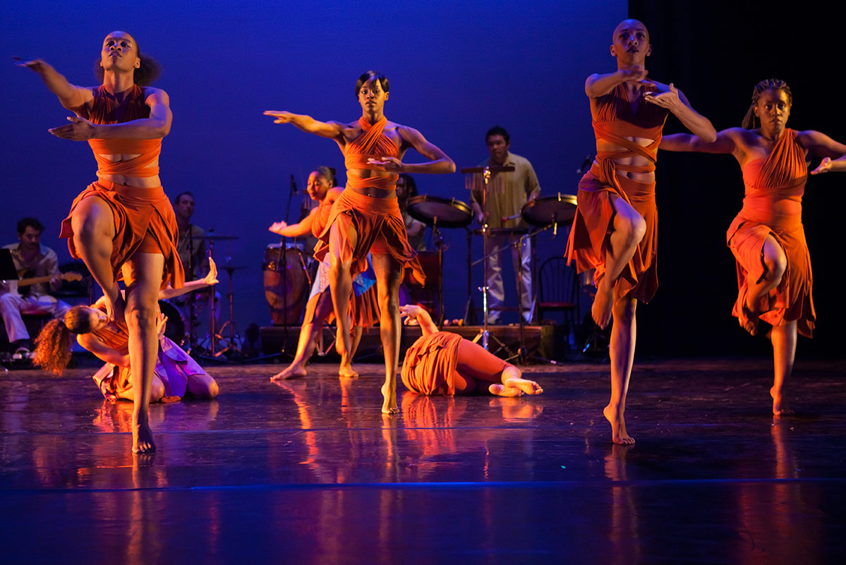 """Viver Brasil performing their piece """"Mothers and Son"""" choreographed by Rosagela Silvestre 