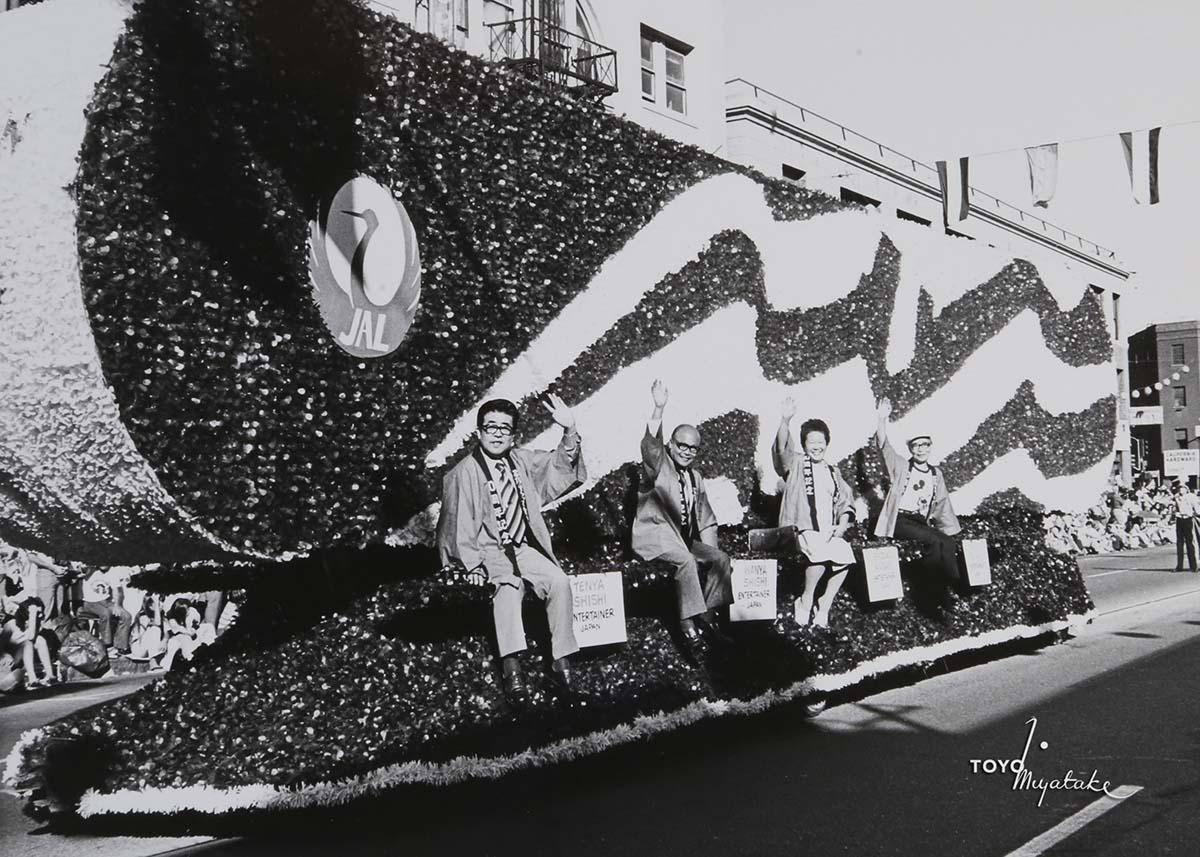 The JAL float on the 1976 Nisei Week Parade | Courtesy of Toyo Miyatake Studio