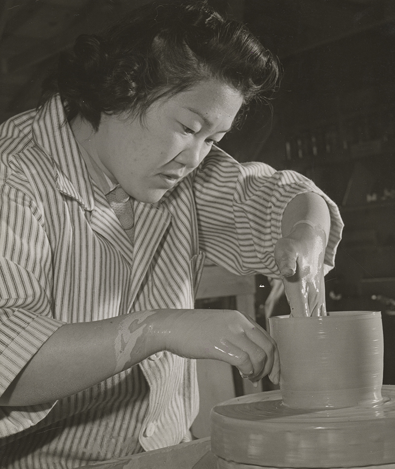 Minnie Hegero learning pottery at Heart Mountain Relocation Center. | Tom Parker, courtesy of Japanese American National Museum (Identifier 2015.100.236a) ABs10 MMD