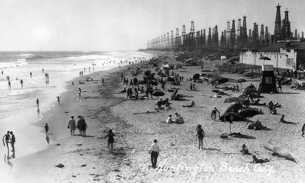 Oil wells along Huntington Beach in the 1930s or '40s. Courtesy of the Orange County Archives.