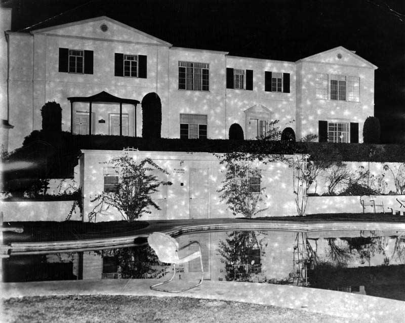 Sunset Plaza Apartments c. 1949 | Los Angeles Public Library Herald Examiner Collection