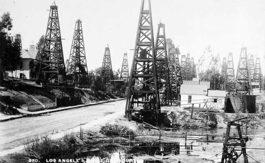 A cluster of oil wells near the site of Edward L. Doheny's oil strike, which set off the region's oil boom. Courtesy of the USC Libraries - California Historical Society Collection.