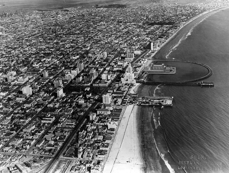 Circa 1932 aerial view of Rainbow Pier. Courtesy of the Photo Collection - Los Angeles Public Library.