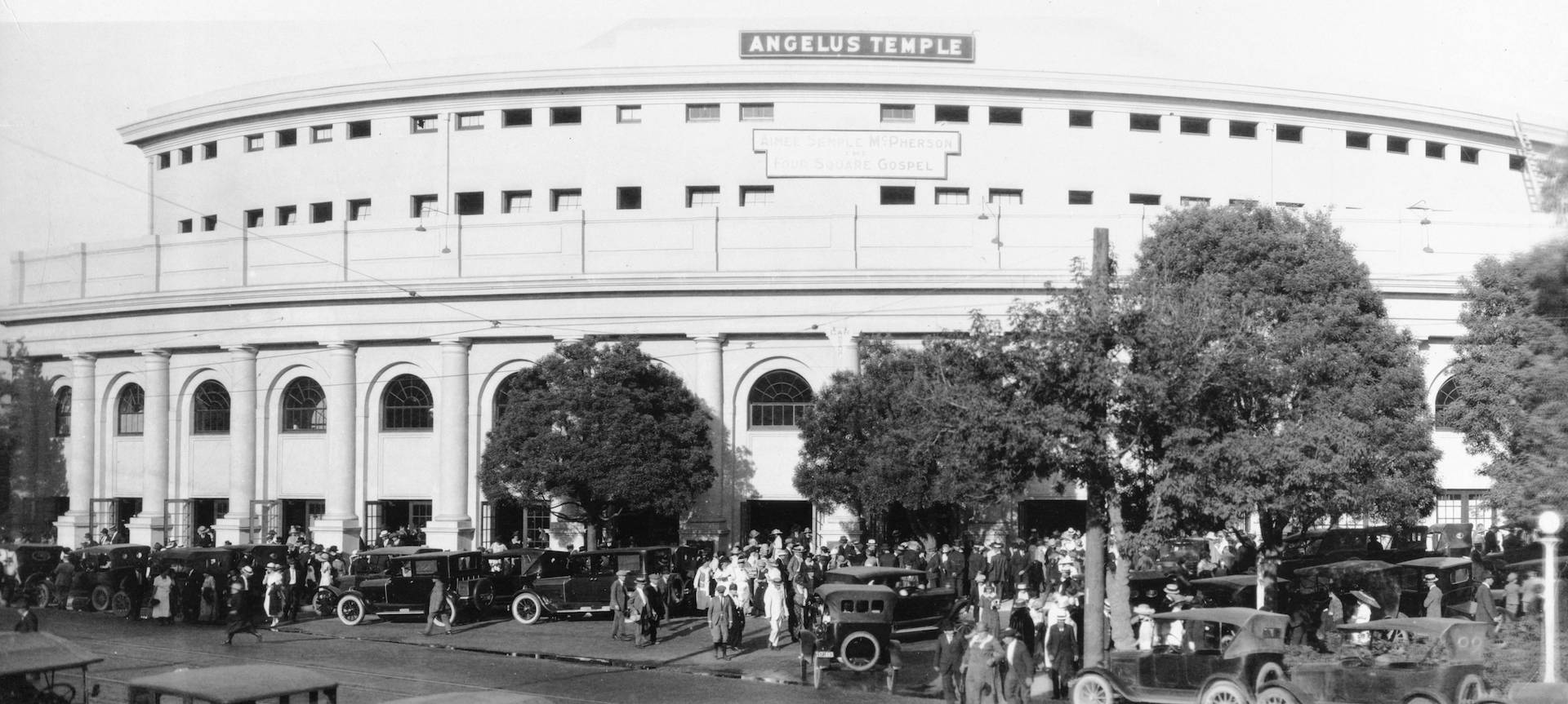 Photo of a crowd outside the Angelus Temple, circa 1923-35