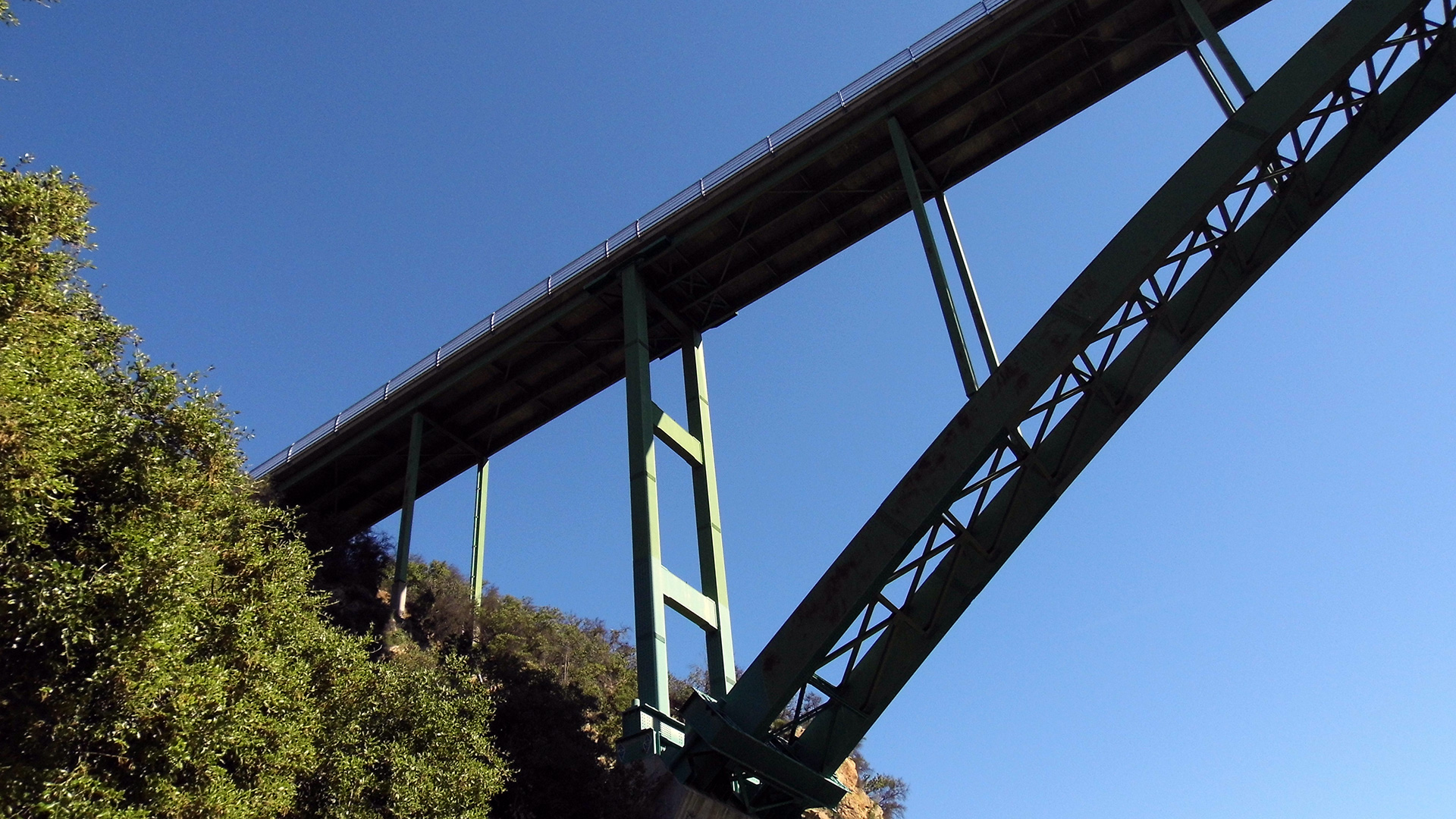 From underneath the Cold Spring Canyon Arch Bridge