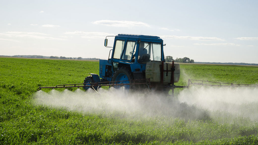 Applying pesticides to a corn field in Utah | Photo: Aqua Mechanical, some rights reserved