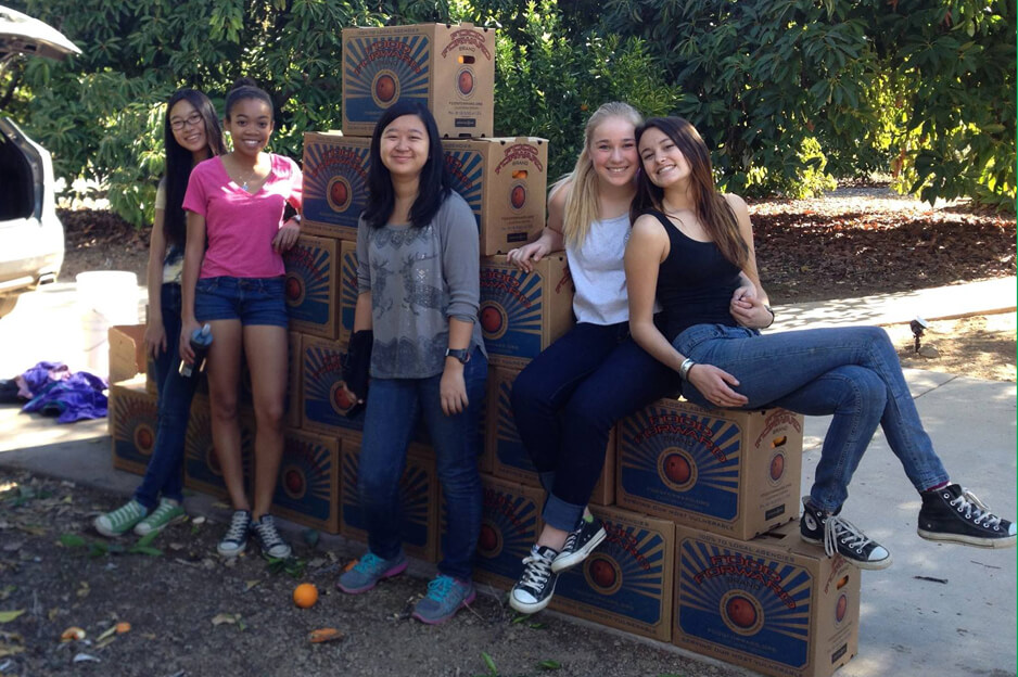 Teen Food Forward volunteers | Courtesy of Food Forward and Rick Nahmias