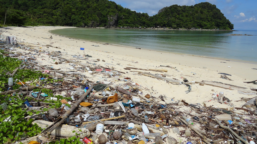 Plastic-littered beach in Thailand | Photo: Fabio Achillii, some rights reserved