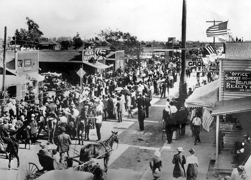 Bellflower celebrates Independence Day, 1915. The street is Bellflower Boulevard now. Photo courtesy of the Herald-Examiner Collection – Los Angeles Public Library
