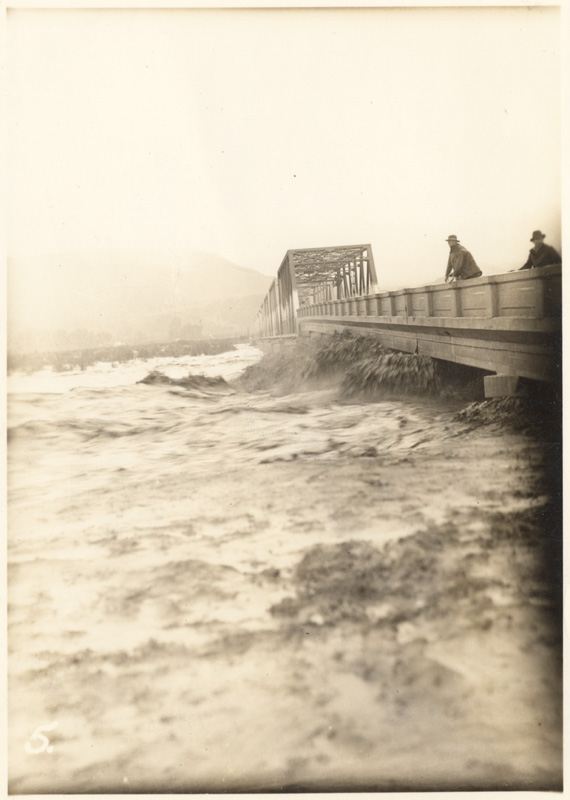 The Bardsdale Bridge over the Santa Clara River during the flood of 1938