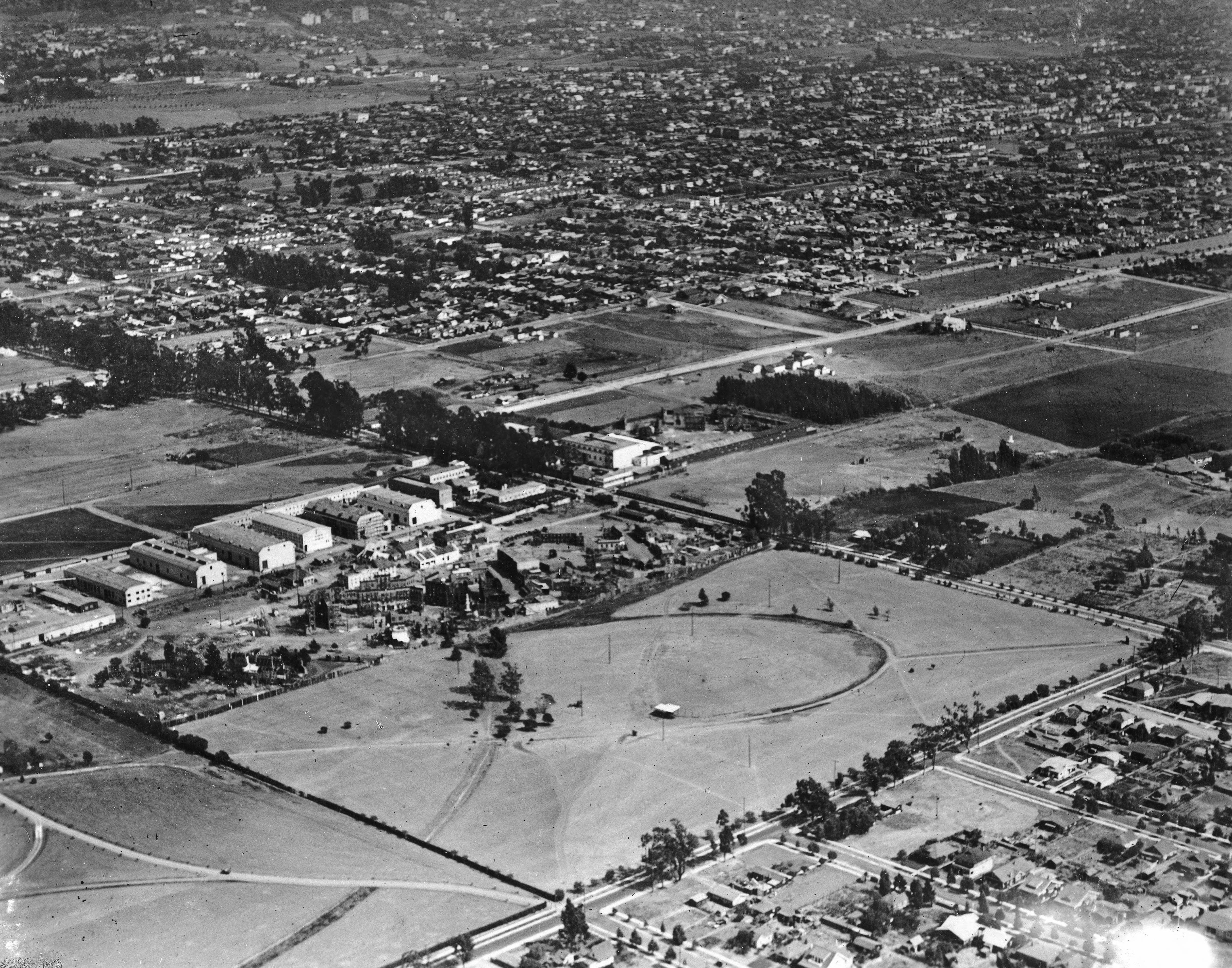 Aerial view of Brunton Studio, and its surroundings, 1918