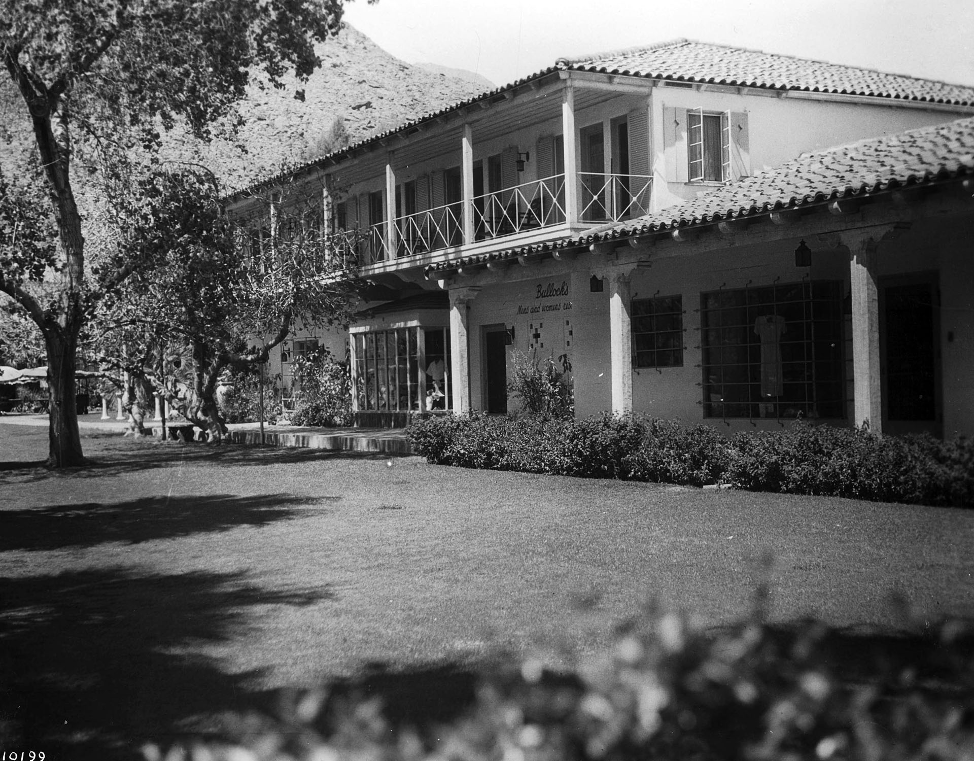 Exterior view of the Desert Inn resort in Palm Springs, ca.1940