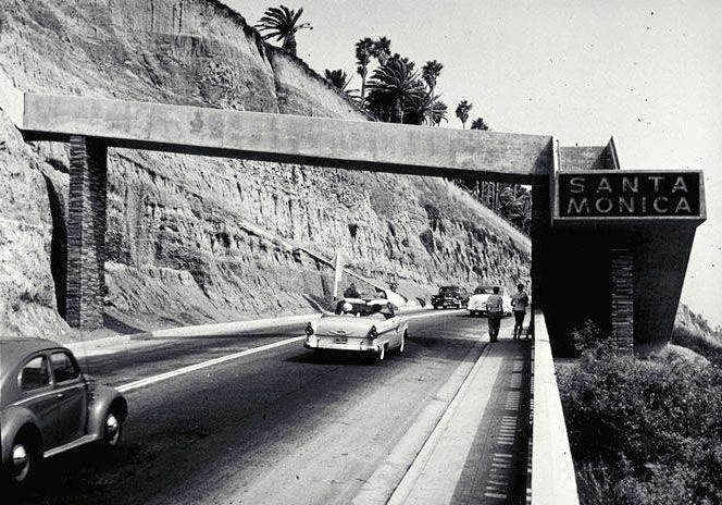 The California Incline in the 1960s, when a large sign welcomed motorists leaving PCH to Santa Monica.