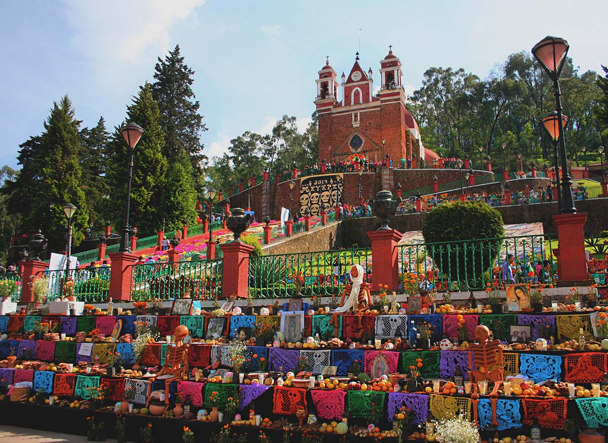 Day of the Dead altars in Metepec, Mexico | AmbarCCPM/Wikicommons