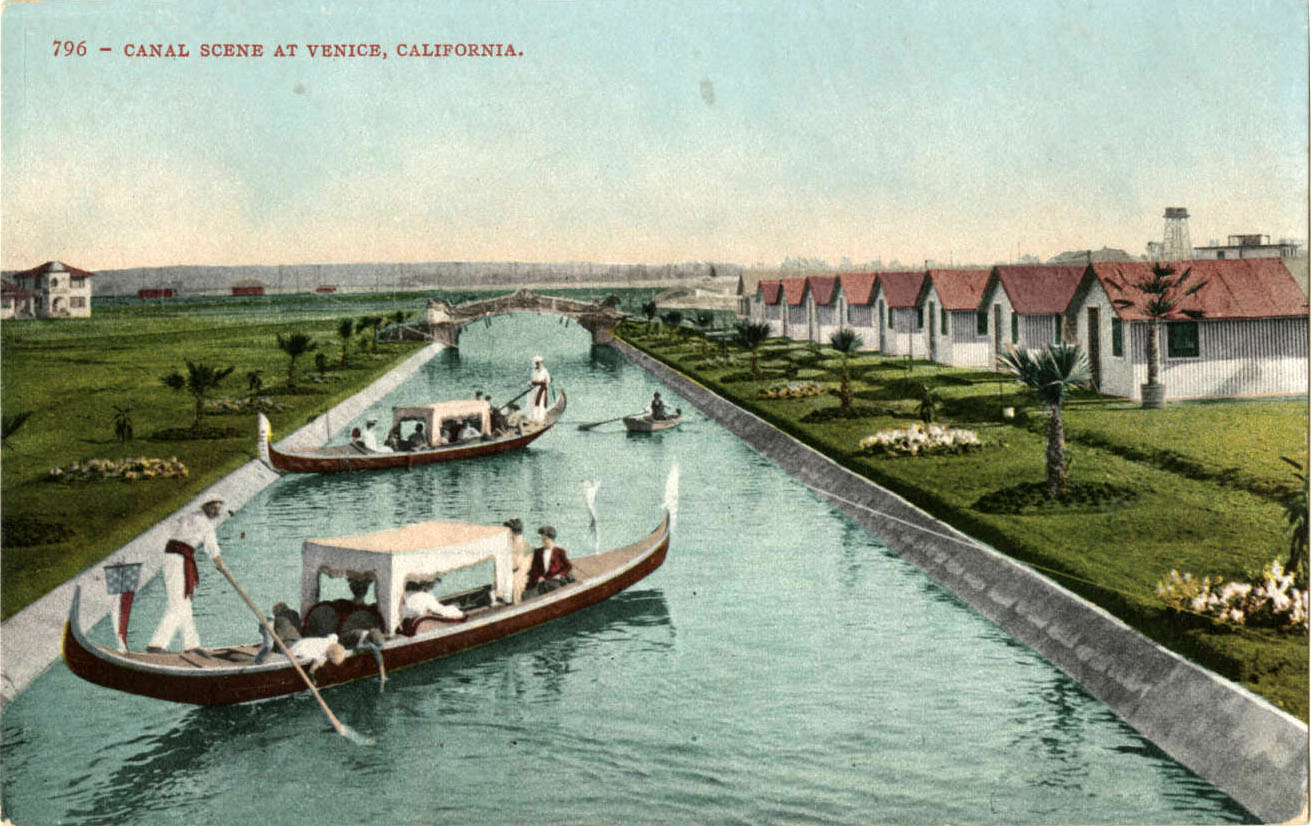 Tourists Paid For Gondola Rides Residents Used More Practical Motorboats To Get Around Venice