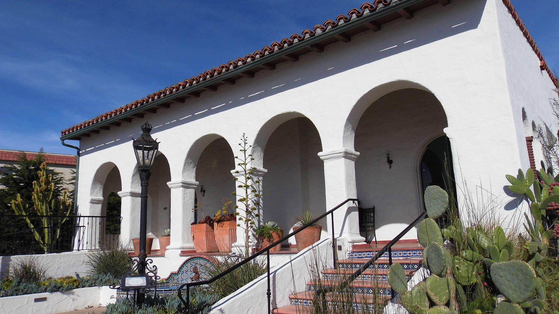 Outdoor view of the Casa Romantica Cultural Center.