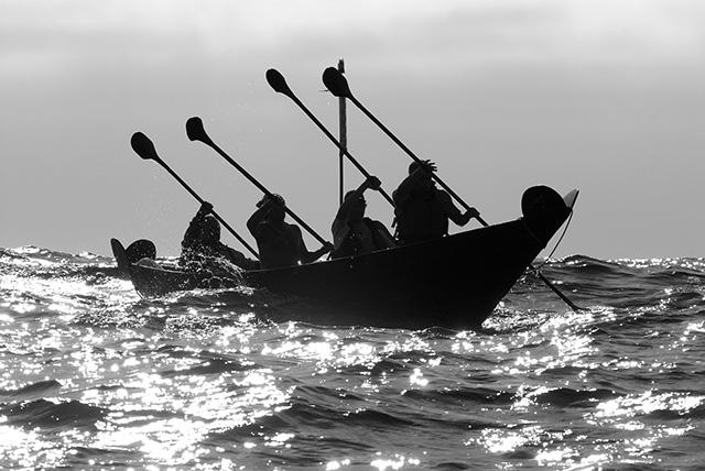 Chumash Tomol 'Elye'wun paddlers crossing at Santa Cruz Island. California, Channel Islands NMS, Santa Cruz Island. 2006 | NOAA Photo Library (CC BY 2.0)
