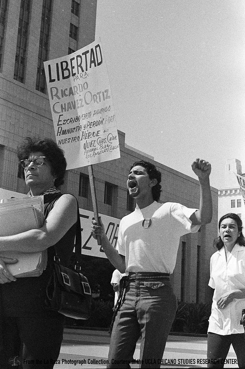 CSRC_LaRaza_B6F4bC9_MB_021 Ricardo Chavez Ortiz demonstration in front of the United States Courthouse | Manuel Barrera Jr., La Raza photograph collection. Courtesy of UCLA Chicano Studies Research Center