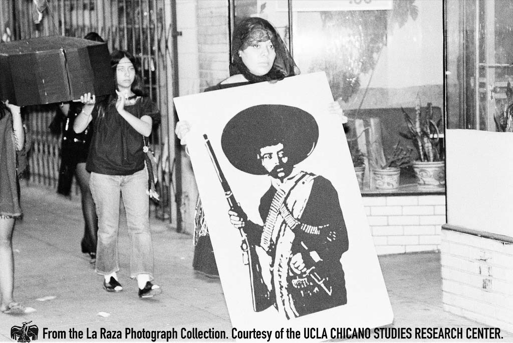 CSRC_LaRaza_B7F5C4_PB_013 Women carry coffins during the memorial march for Guillermo and Gildardo Sanchez, who were killed by LAPD officers | Patricia Borjon Lopez, La Raza photograph collection. Courtesy of UCLA Chicano Studies Research Center