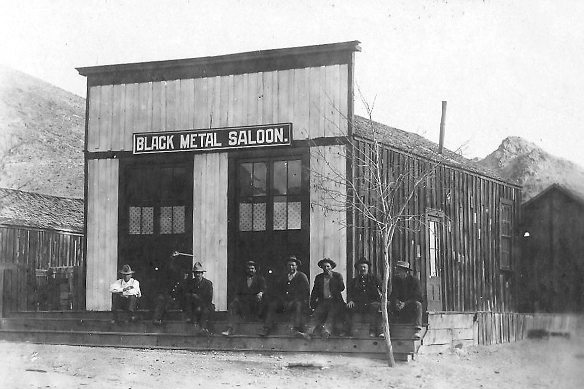 Darwin's Black Metal Saloon, 1905