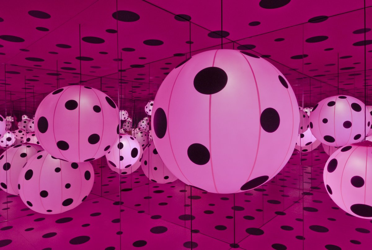 Yayoi Kusama, Dots Obsession – Love Transformed Into Dots, 2007, at the Hirshhorn Museum and Sculpture Garden | Cathy Carver, Courtesy of Ota Fine Arts, Tokyo/Singapore; Victoria Miro, London; David Zwirner, New York. © Yayoi Kusama