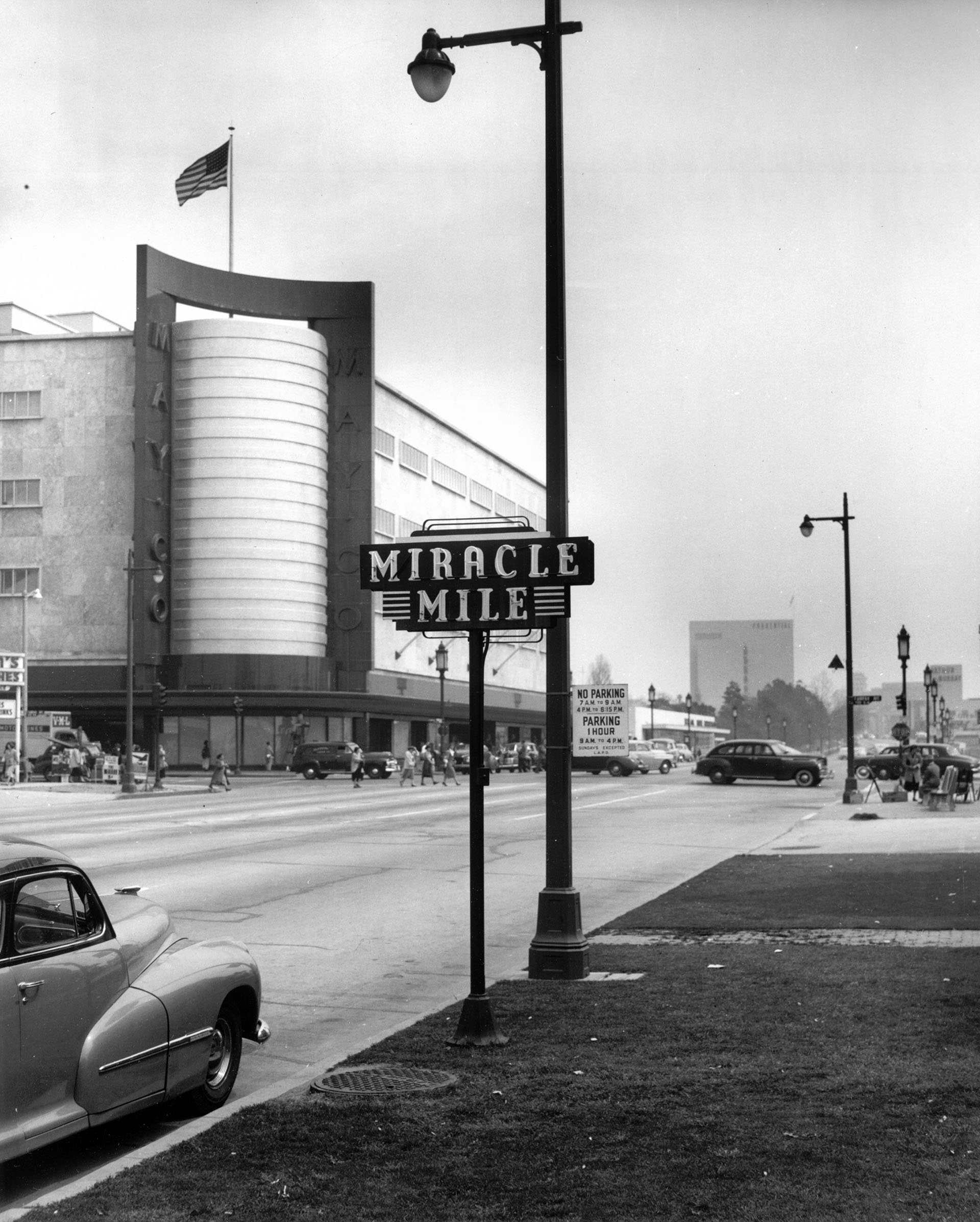Circa 1940 view of the Miracle Mile sign on Wilshire Boulevard, with the May Company department story in the background. Courtesy of the Dick Whittington Photography Collection, USC Libraries.