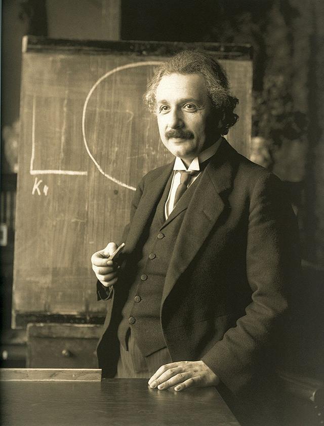 Albert Einstein during a lecture in Vienna, 1921 | F. Schmutzer