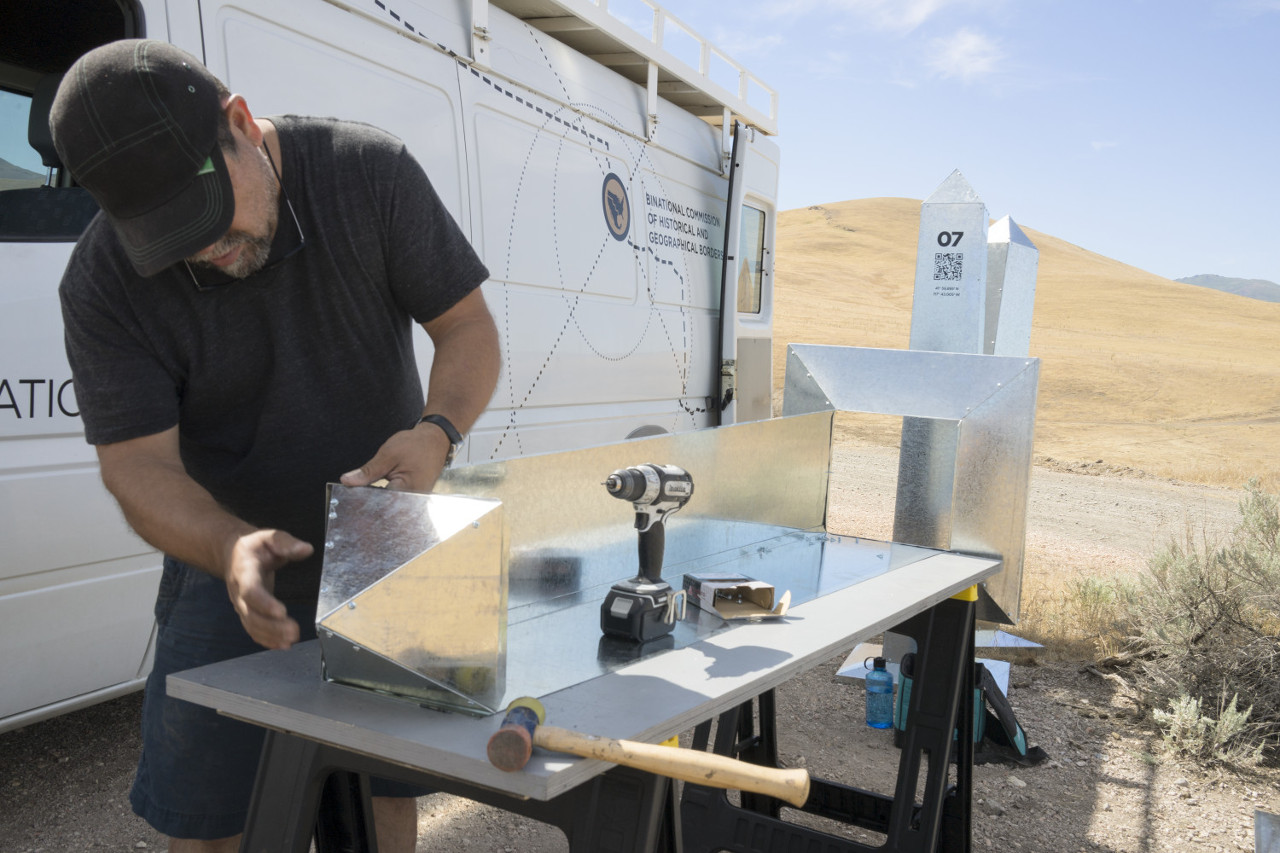 Marcos Ramírez ERRE working on the monuments in Idaho. | Photo: Courtesy of the artists.
