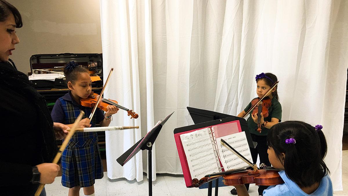 Esperanza Juarez at an introduction to violin class. | Courtesy of Richard Mata