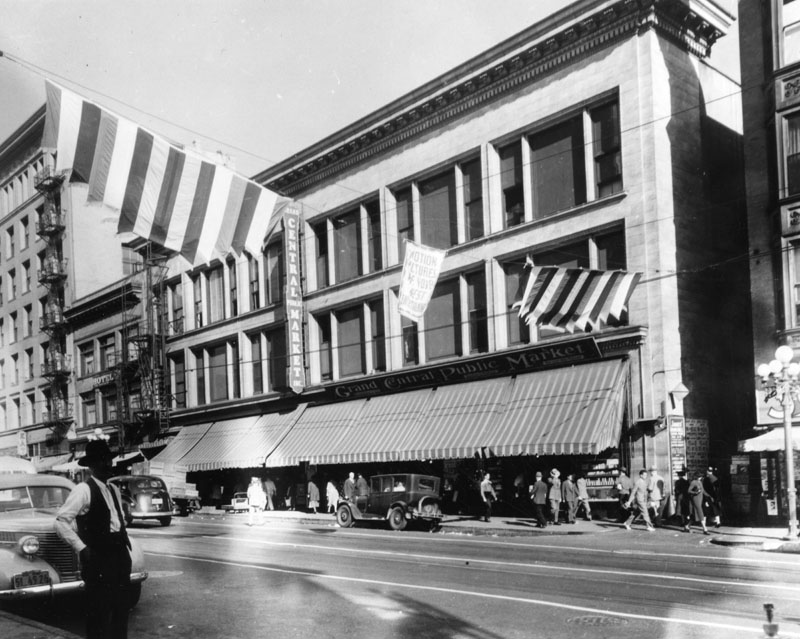 Exterior of the Homer Laughlin Building circa 1920s and 30s. It would eventually house the Grand Central Market. | Courtesy of Security Pacific National Bank Collection at the Los Angeles Public Library Photo Collection