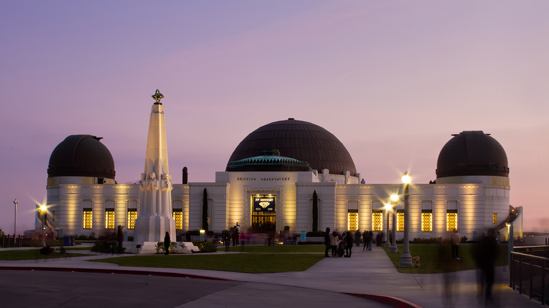 Griffith Observatory just after sunset. | Flickr/Pedro Szekely/Creative Commons