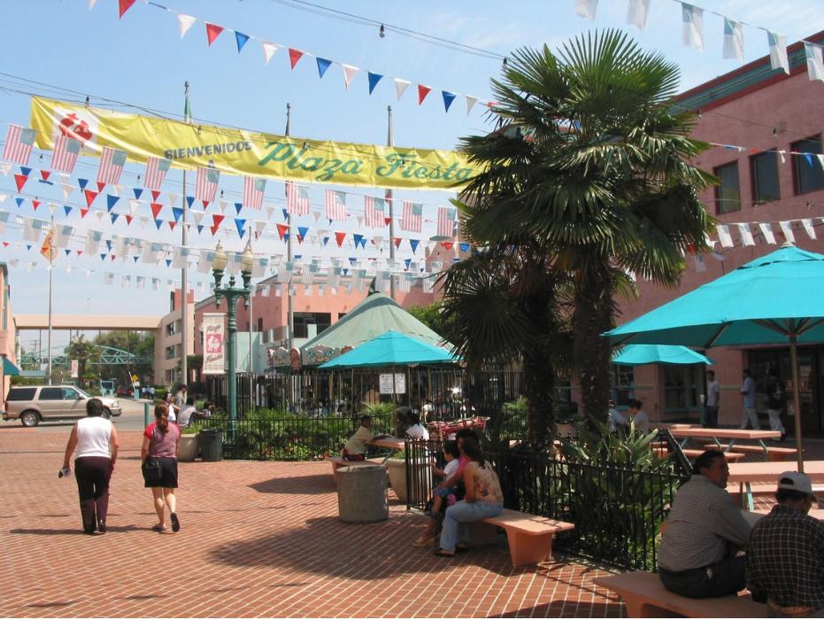 Fiesta Plaza 2002