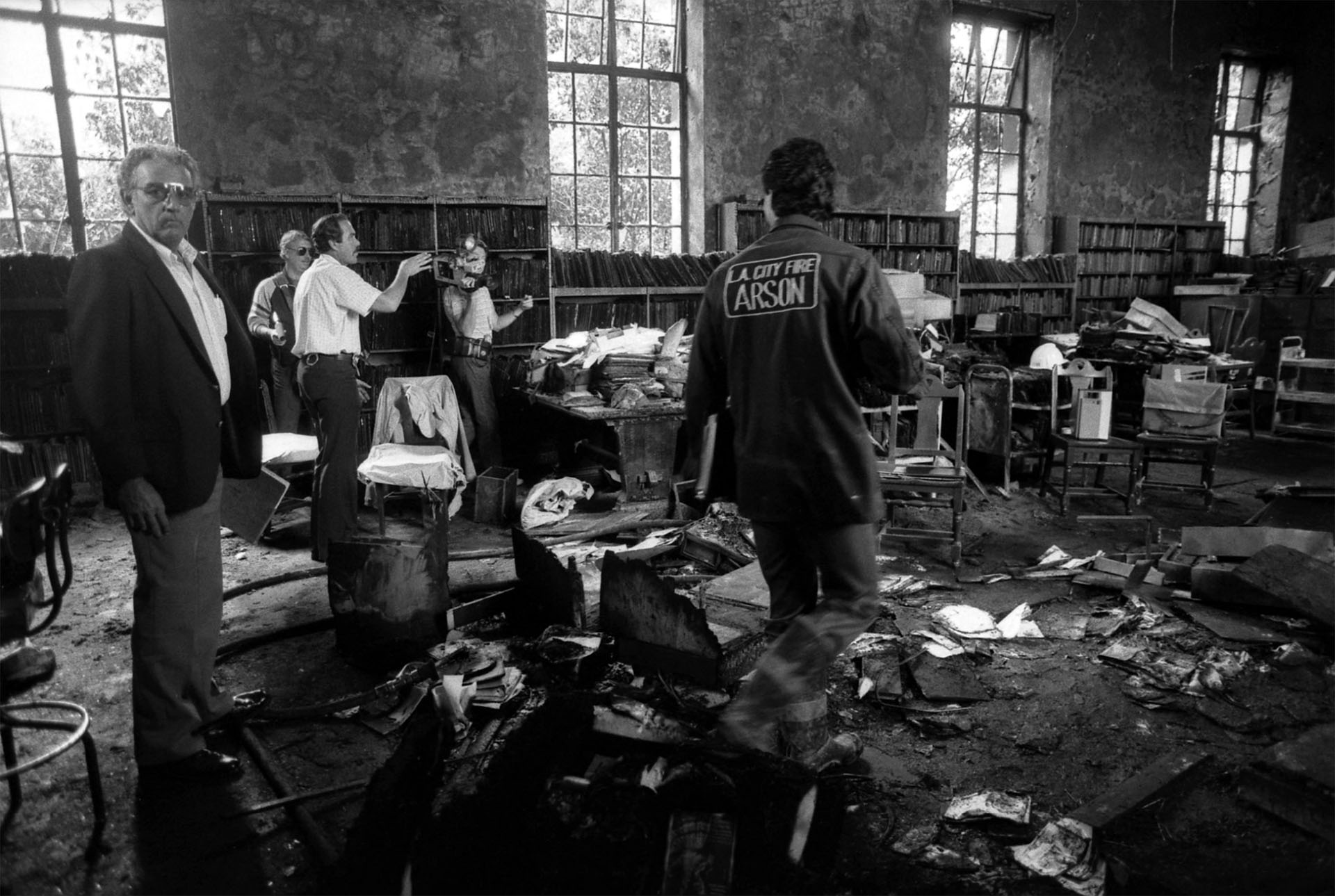 Arson investigators in art and music reading room of Los Angeles Central Library, 1986