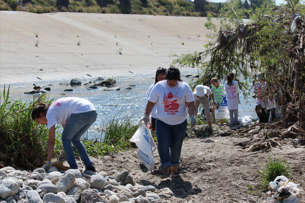Great L.A. River Cleanup volunteers clean the river near Elysian Valley April 28, 2012. | Susan Nickels.