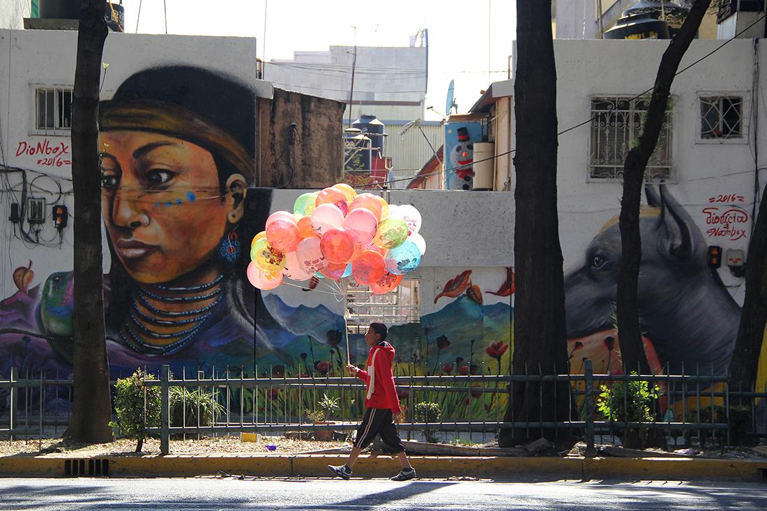 Street scenes along mural filled walls | Marlene Vizuet
