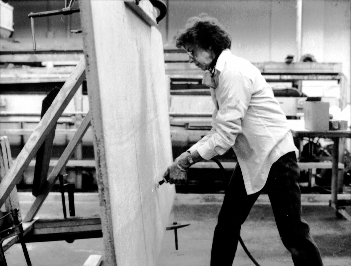 Frankenthaler making Sirroco at Mixografia in 1986