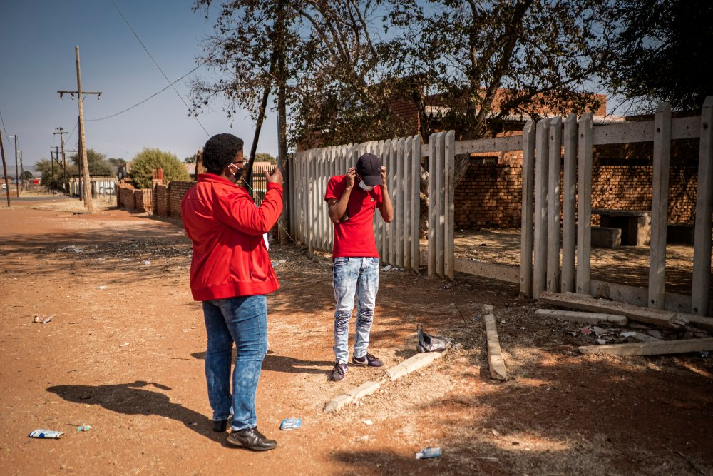 Community Healthcare Worker Gontlafetse Leinane (45), admonishes a young boy for not wearing a mask in the community close to the Pudumong Healthcare Centre in the North West Province, South Africa, on September 4, 2020. | Thomson Reuters Foundation
