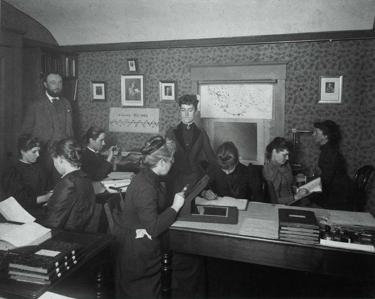 Edward Pickering and Williamina Fleming supervising the 'women computers' c.1891. | Center for Astrophysics, Harvard & Smithsonian, Photographic Glass Plate Collection