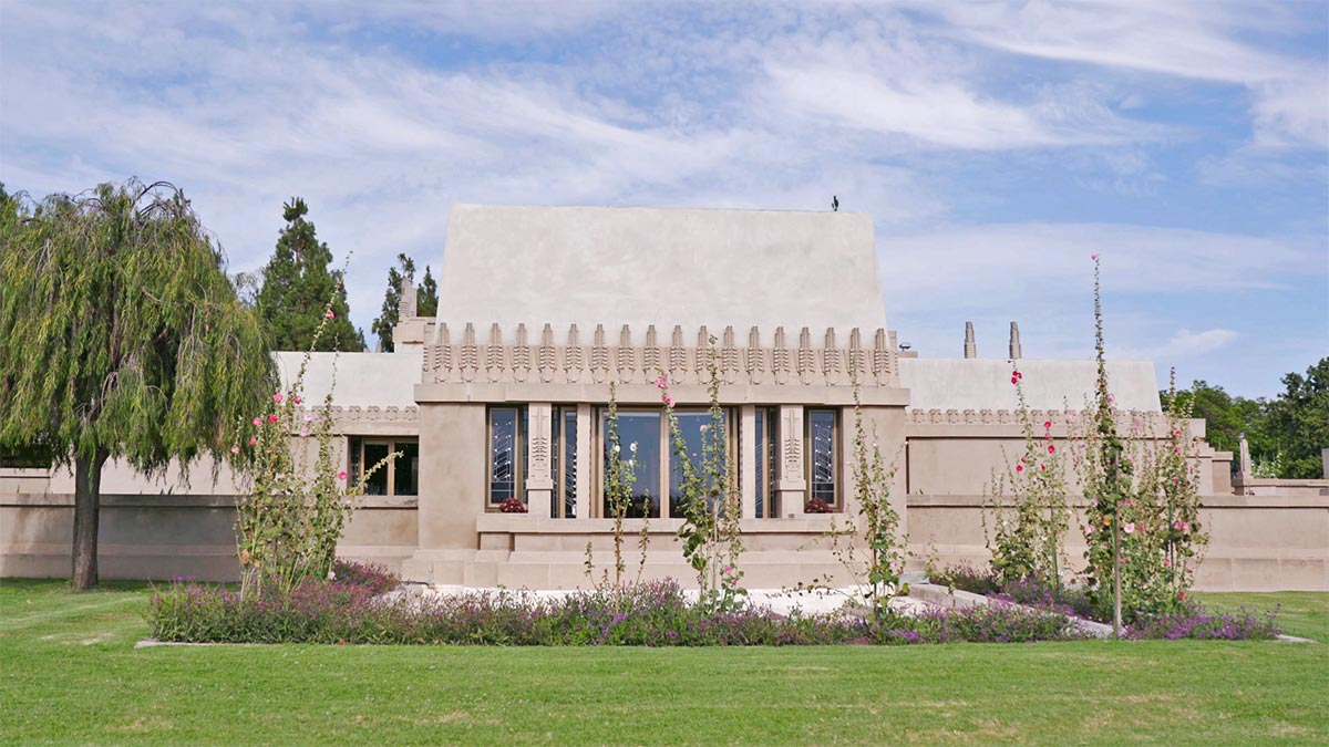 Hollyhock house still from Frank Lloyd Wright AB s9