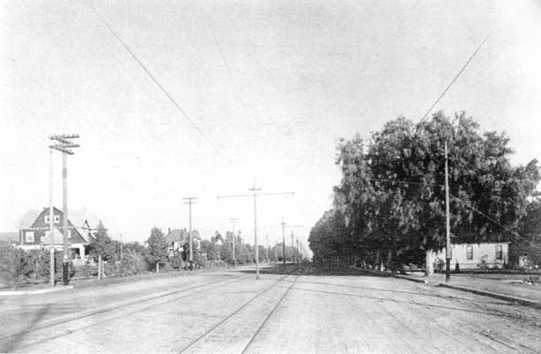 Hollywood Boulevard at Grand in 1907. Courtesy of the Photo Collection - Los Angeles Public Library.